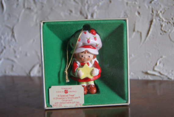 1982 Strawberry Shortcake A SPECIAL TREAT Christmas Tree Ornament By Americard With The Original Box