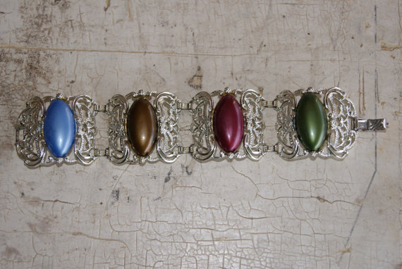 1960s-sarah-coventry-carousel-pattern-silver-tone-bracelet-with-different-colored-stones